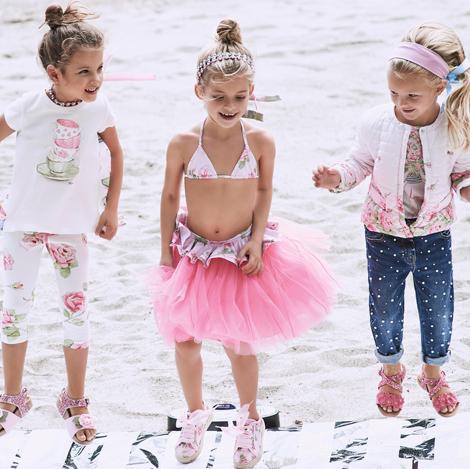 Ubrania dla dzieci i ubranka dla niemowląt.